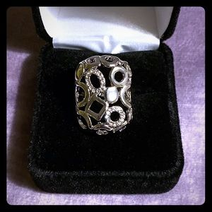 Beautiful sterling silver ring with pave crystals